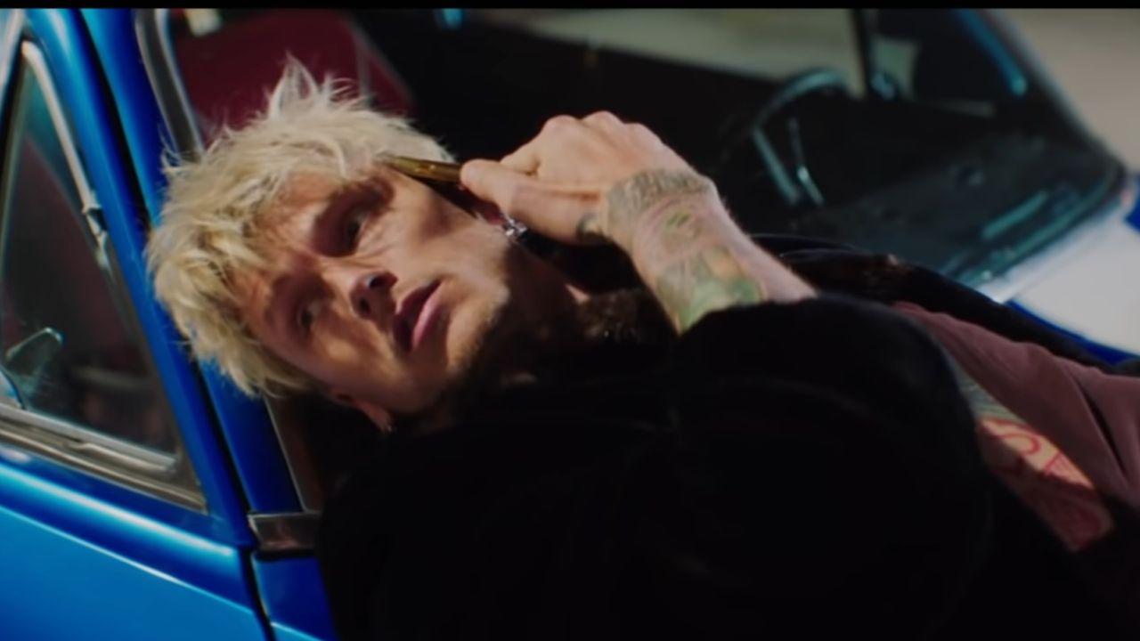 Videoclip Yungblud Machine Gun Kelly Acting Like That