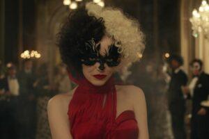 """Emma Stone în trailerul filmului """"Cruella"""""""
