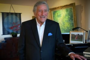 Tony Bennett - Fly Me To The Moon (Live At Home)