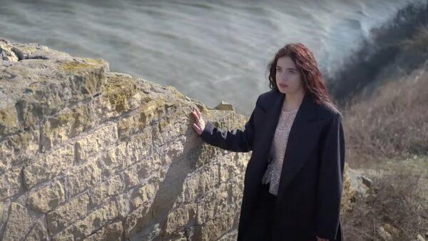 Videoclip Dora Gaitanovici - Haină pe inima ta