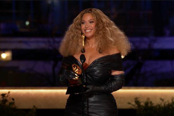 Beyonce la Premiile Grammy 2021