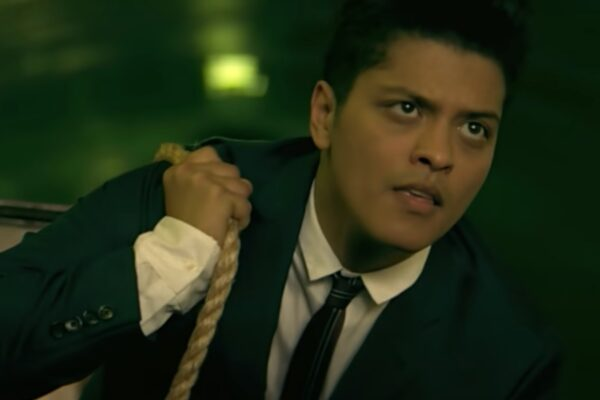 "Bruno Mars în videoclipul piesei ""Grenade"""