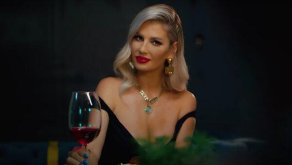 Videoclip Andreea Banica feat. Dorian Popa - Dragoste încercată