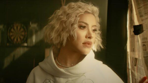 Videoclip Nicoleta Nucă - Fata din oglindă