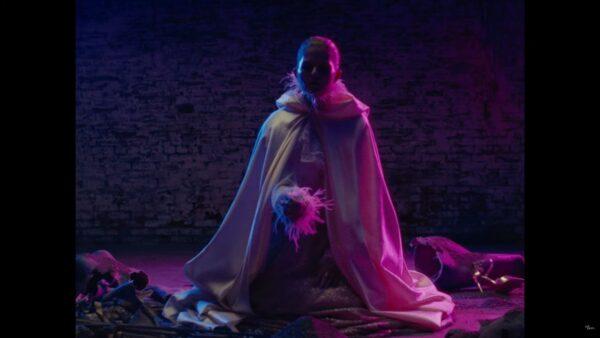 Videoclip Papa Roach Danny Worsnop Broken As Me
