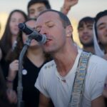 "Chris Martin în concertul ""Coldplay: Everyday Life Live in Jordan"""