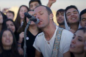"Chris Martin în concertul ""Coldplay: Everyday Life Live in Jordan"""