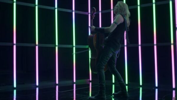 Videoclip Apocalyptica Jacoby Shaddix White Room