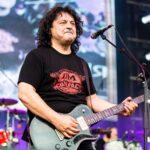 Paul Ciuci (voce, chitară) în cadrul concertului COMPACT - Ca pe vremuri, Arenele Romane, 15 iunie 2017