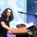 Adrian Kiseleff (clape) în cadrul concertului COMPACT - Ca pe vremuri, Arenele Romane, 15 iunie 2017