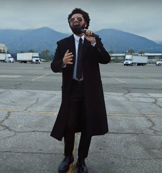 The Weeknd cântând la The Billboard Music Awards 2021