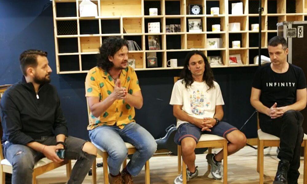 Tudor Chirilă discutând despre măsurile de relaxare împreună cu Edy Chereji, Daniel Clinger și Cristi Beiu